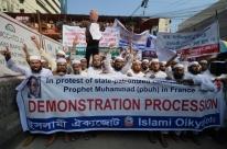 Cerca de 40 mil pessoas vão às ruas de Daca protestar contra a França