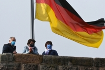 Pandemia implode sistema de testes, e Alemanha e França reimpõem bloqueios