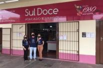 Para celebrar Halloween, loja faz drive-thru de doces em Porto Alegre