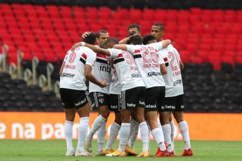 São Paulo goleia Flamengo no Maracanã pelo Brasileiro