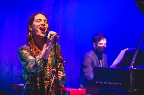 Júlia Reis vence o 13º Festival da Canção Aliança Francesa