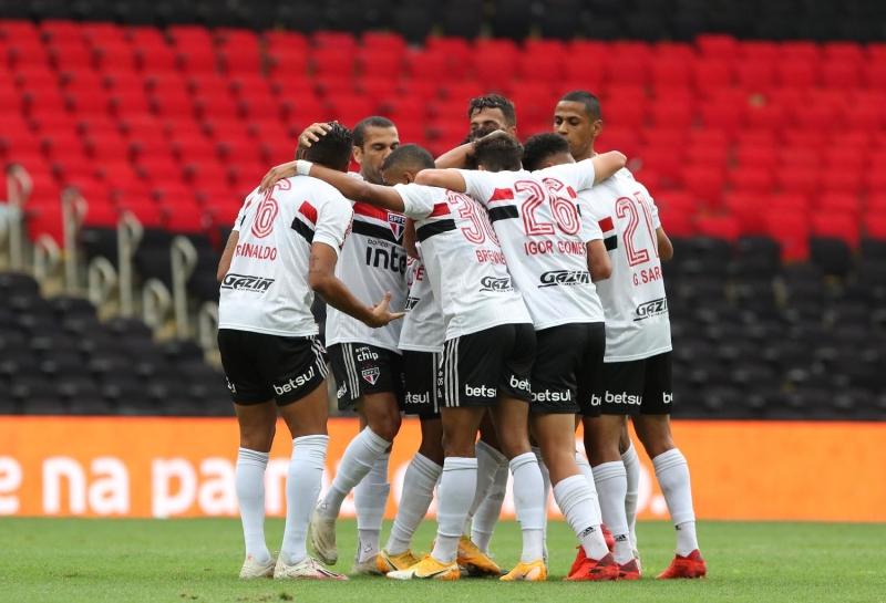 São Paulo marcou quatro gols contra o Flamengo neste domingo