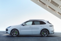 Porsche amplia autonomia elétrica do Cayenne híbrido
