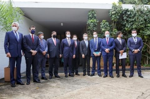 Governadores se reúnem com Maia e Alcolumbre para discussão de vacina contra Covid-19