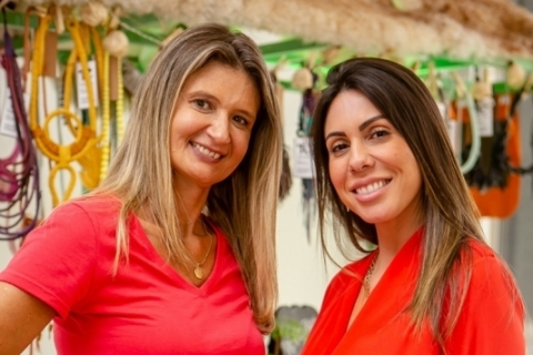 Caroline Guerra Dalzochio e Fernanda Clerman, da grife de sapatos Quero Ibizitas