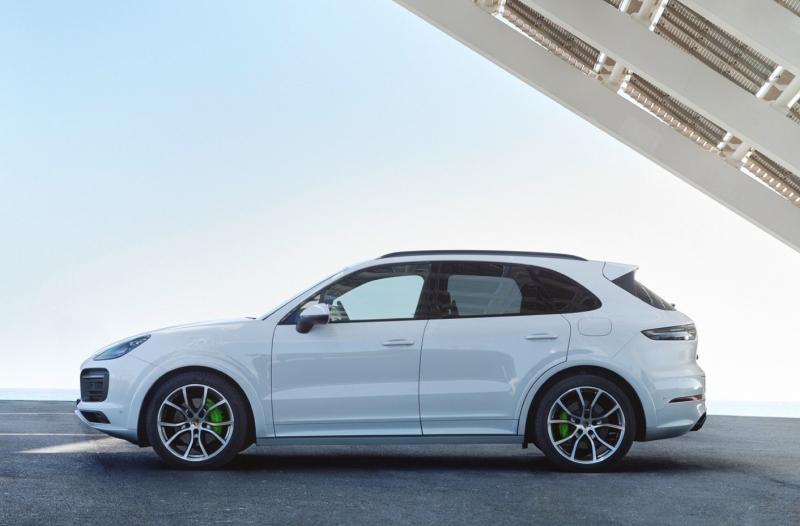 Dependendo da versão do SUV, agora é possível rodar até 48 quilômetros sem emissão de gases