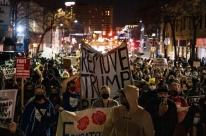 Eleições EUA: Manifestantes anti-Trump são presos em NY; Michigan e Arizona têm atos pró-Trump