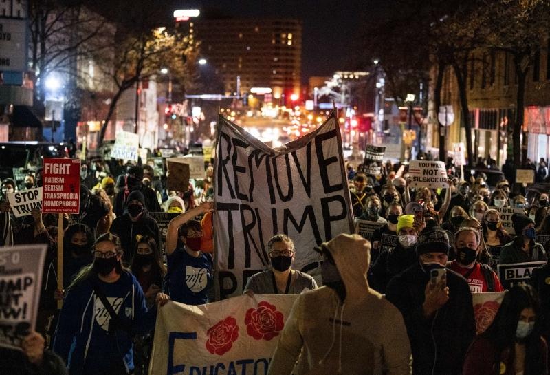 Manifestantes contrários ao atual presidente saíram às ruas de Minneapolis