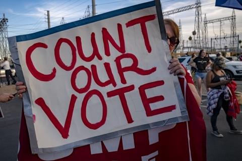 Campanha de Trump tenta anular oficialização de resultado em condado no Michigan