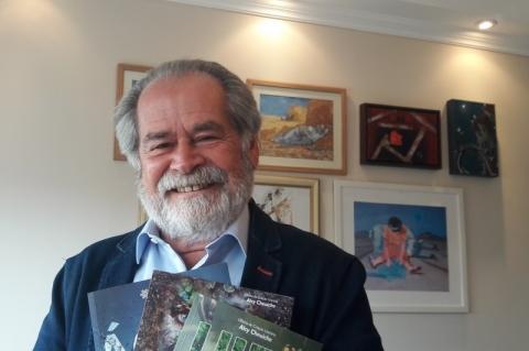 Alcy Cheuiche abre inscrições para oficina e lança obras na Feira do Livro