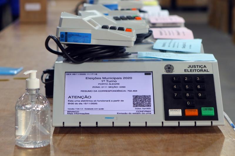 Urnas passam por verificação de sistemas de votação; segurança dos equipamentos é checada