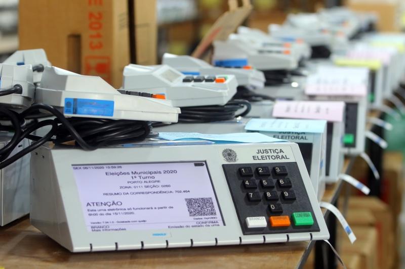 O Tribunal Superior Eleitoral (TSE) divulgou o quarto boletim do dia no qual relata que 2.717 urnas já foram substituídas