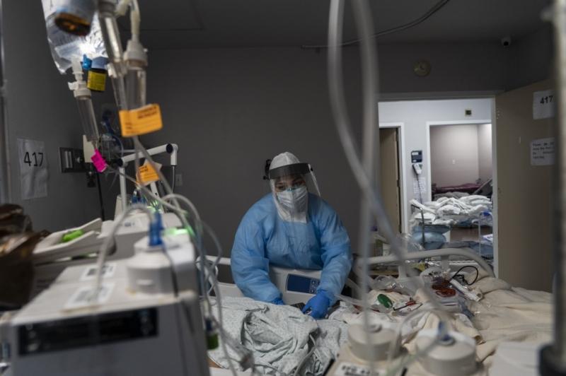 O número de novos casos diários de coronavírus nos Estados Unidos tem aumentado constantemente