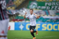 Grêmio vence o Fluminense por 1 a 0 e entra na briga pelo título