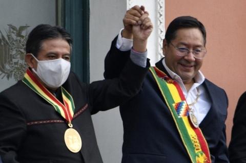 Arce toma possa na Bolívia com crítica à antecessora e chamado a reconciliação