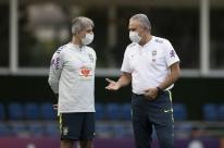 Neymar faz tratamento, e seleção treina à espera de todos os convocados