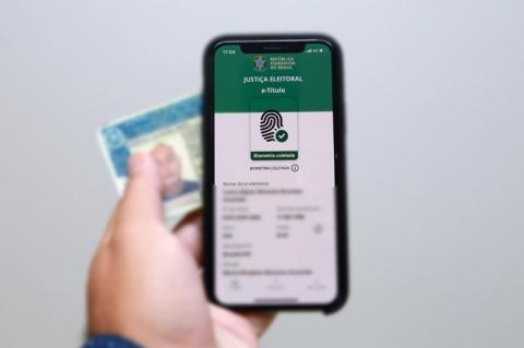 Eleitores apontam problemas no aplicativo e-título; TSE alega 'excesso de acesso'