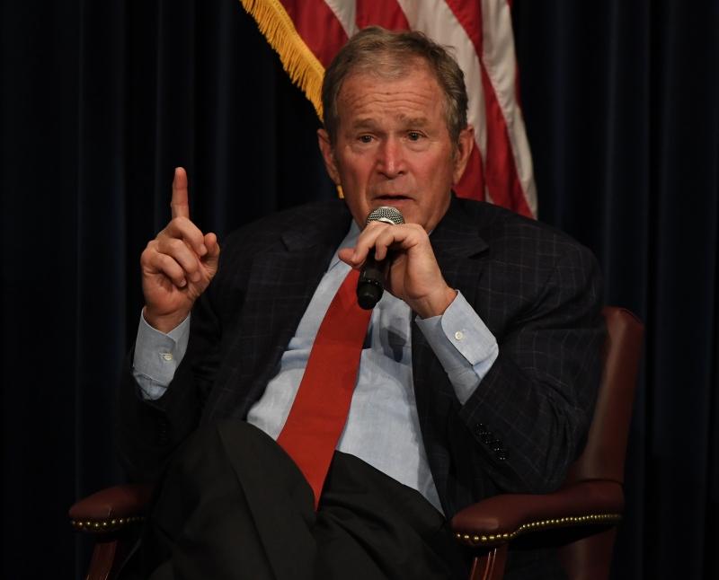 Bush esteve na Casa Branca entre 2001 e 2008