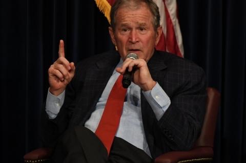 Ex-presidente republicano Bush comparecerá à posse de Biden nos EUA