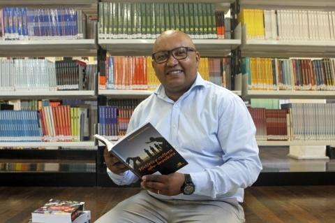 'Ser negro no Brasil é resistir todos os dias', afirma professor Paulo Sergio Gonçalves