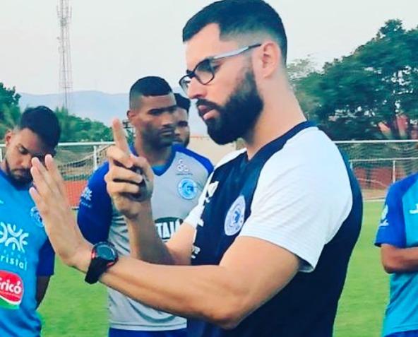 Aos 28 anos, o treinador goiano comanda o Goianésia, que está disputando a Série D