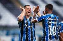 Grêmio bate Ceará por 4 a 2 e chega a sete vitórias seguidas
