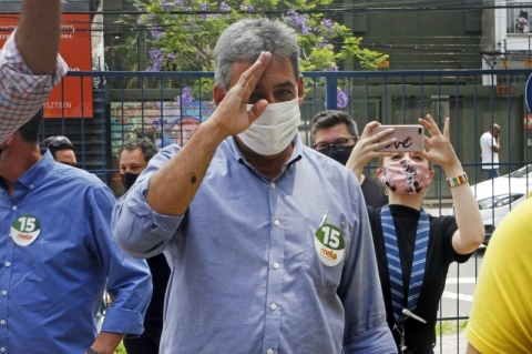 Sebastião Melo prega reabertura total das atividades econômicas