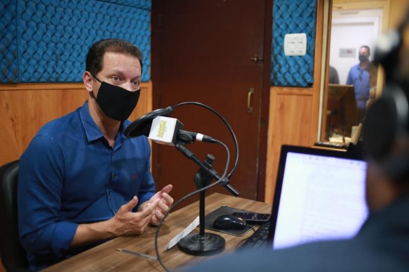 Candidato à reeleição, Nelson Marchezan Júnior concedeu entrevistas a rádios pela manhã