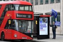 Países proíbem voos do Reino Unido para conter nova variante do coronavírus