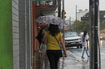 Massa de ar quente traz calor e abafamento para o Rio Grande do Sul nesta terça-feira
