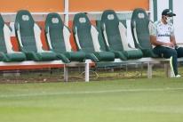 Clubes do futebol registram leva de desfalques devido a casos de Covid-19