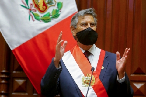 Francisco Sagasti é empossado presidente do Peru
