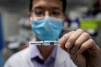 Pfizer e BioNTech entram com pedido para uso emergencial de vacina contra Covid