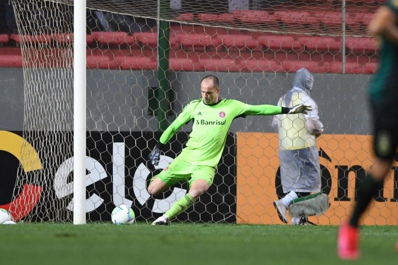 Lomba não conseguiu defender nenhuma penalidade e viu seu time cair no Independência
