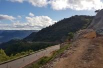 Obras para conter deslizamentos avançam em trecho de Itati da Rota do Sol