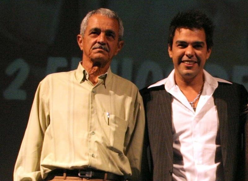 Seu Francisco e o cantor Zezé na exibição do filme que conta sua história em Gramado em 2005