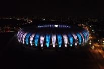 Beira-Rio homenageia Maradona com iluminação em azul e branco