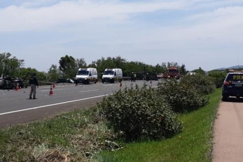 Grave acidente na freeway deixa três mortos e bloqueia trânsito em Osório