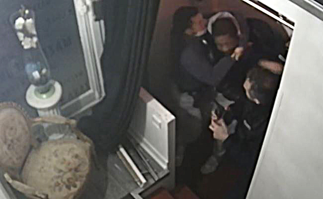 Vídeo mostra policiais agredindo Michel Zecler, que foi preso por violência contra polícia