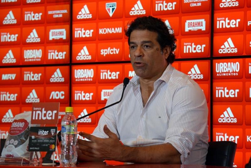 Raí, diretor de futebol do clube paulista, pediu esclarecimentos à entidade