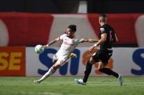 Galhardo perde pênalti, e Inter empata com Atético-GO em jogo morno