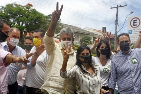 Eleição em Porto Alegre é disputada como o Grenal, compara Melo