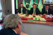 Em 1ª reunião bilateral com presidente argentino, Bolsonaro lamenta morte de Maradona