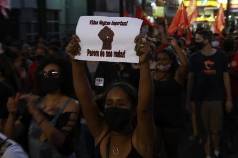 Negros são maioria dos mortos pela polícia em 5 estados, diz pesquisa