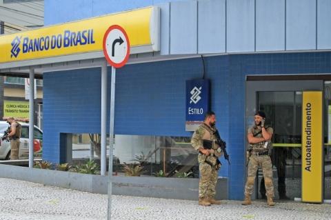 Após assalto em Criciúma, quatro são presos por furto de cédulas deixadas por bandidos