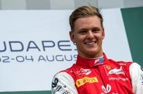 Com sobrenome e talento, Mick Schumacher chega à F-1