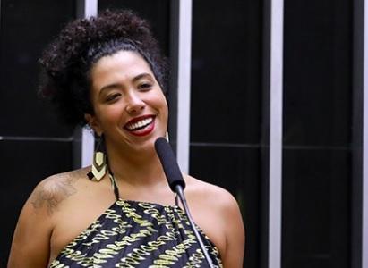 Talíria teve de deixar o Rio de Janeiro com sua filha de cinco meses após ser notificada sobre mensagens de áudio com ameaças de morte