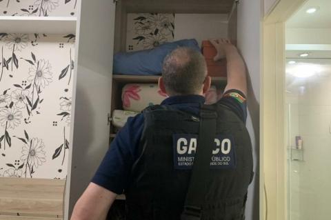 MP e Brigada Militar prendem empresário e funcionária por falsificação de álcool em gel