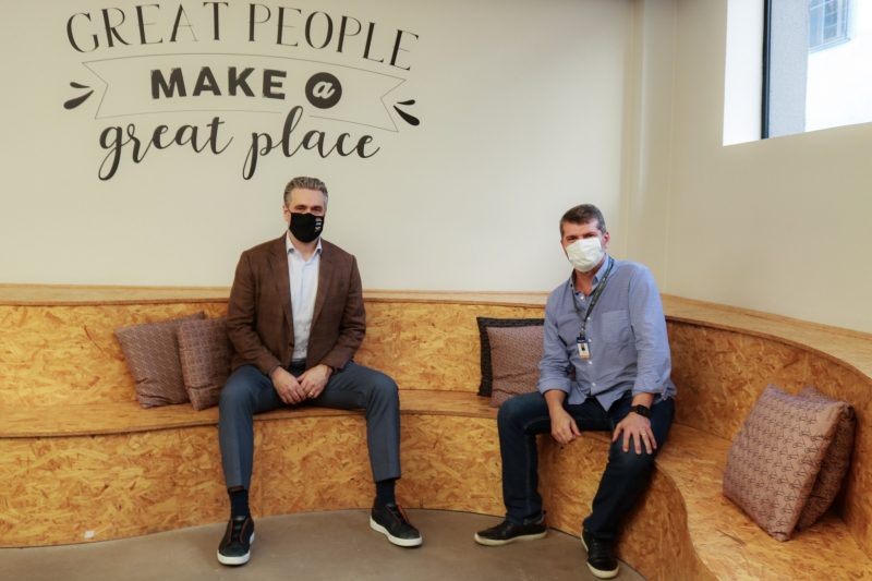 O CEO das Empresas Randon, Daniel Randon, e o CEO da 4all, José Renato Hopf, celebram parceria