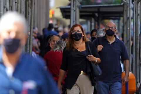 Rio Grande do Sul encosta em 9,5 mil mortes e registra mais 1,7 mil casos de Covid-19